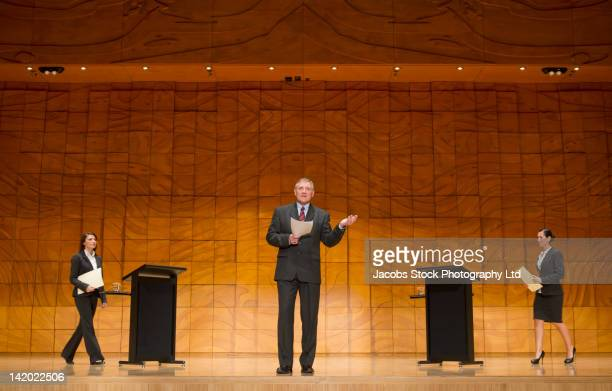 business people having debate on stage - orador público fotografías e imágenes de stock