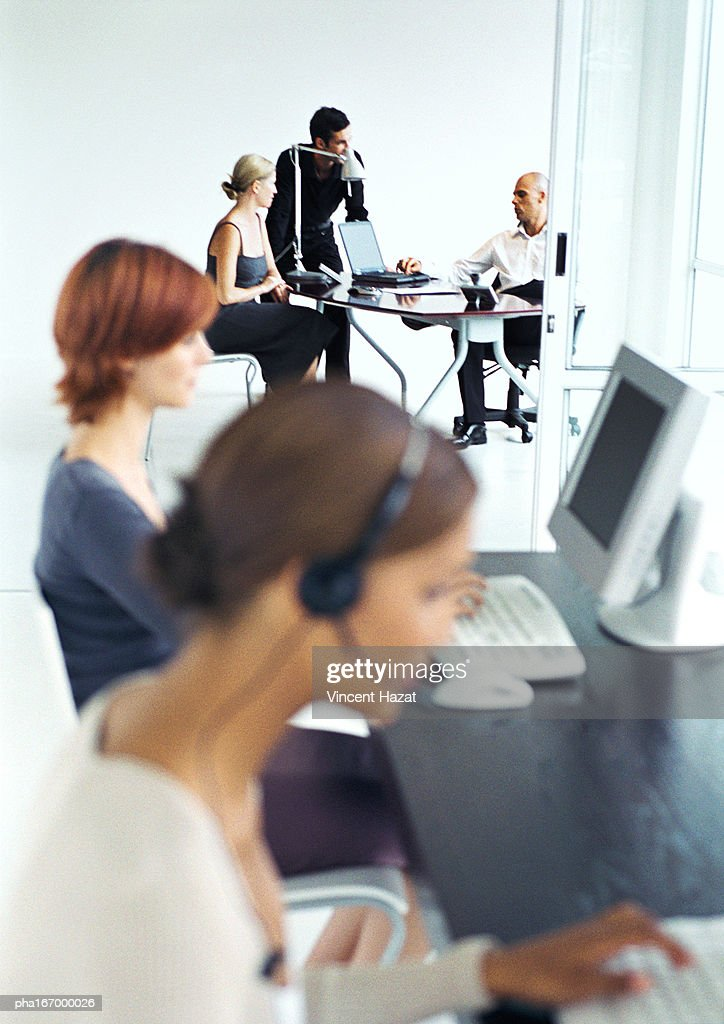 Business people in office, blurred foreground : Stockfoto
