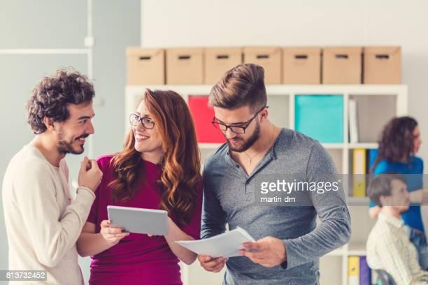 Mensen uit het bedrijfsleven in het kantoor