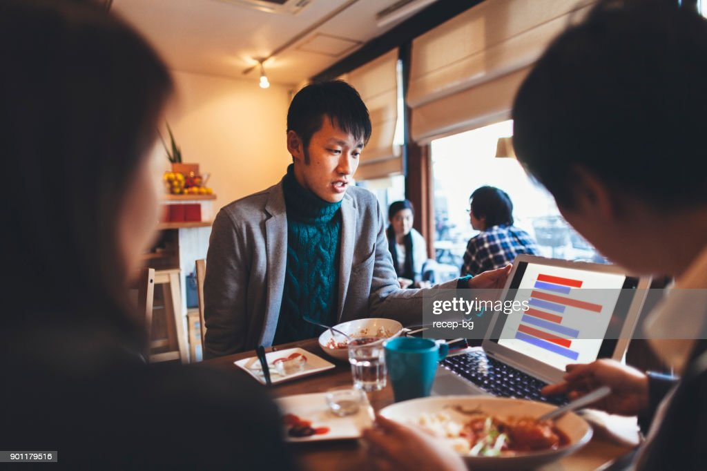 カフェで人会議 : ストックフォト