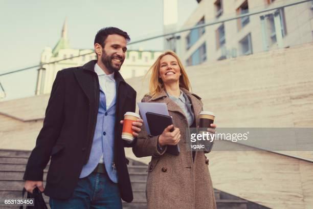 Gente de negocios de café al aire libre