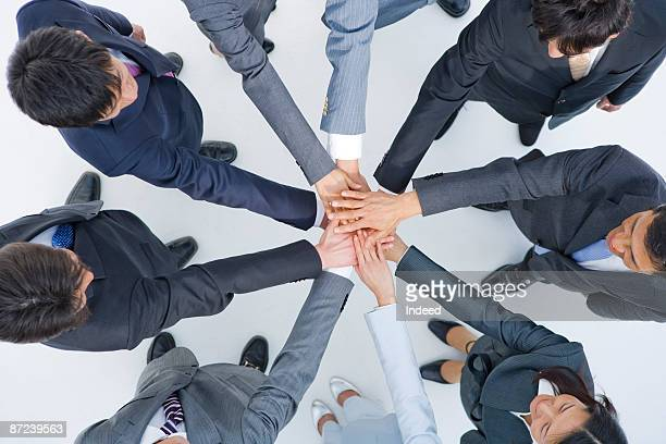 business people placing hands in circle - 作戦会議 ストックフォトと画像