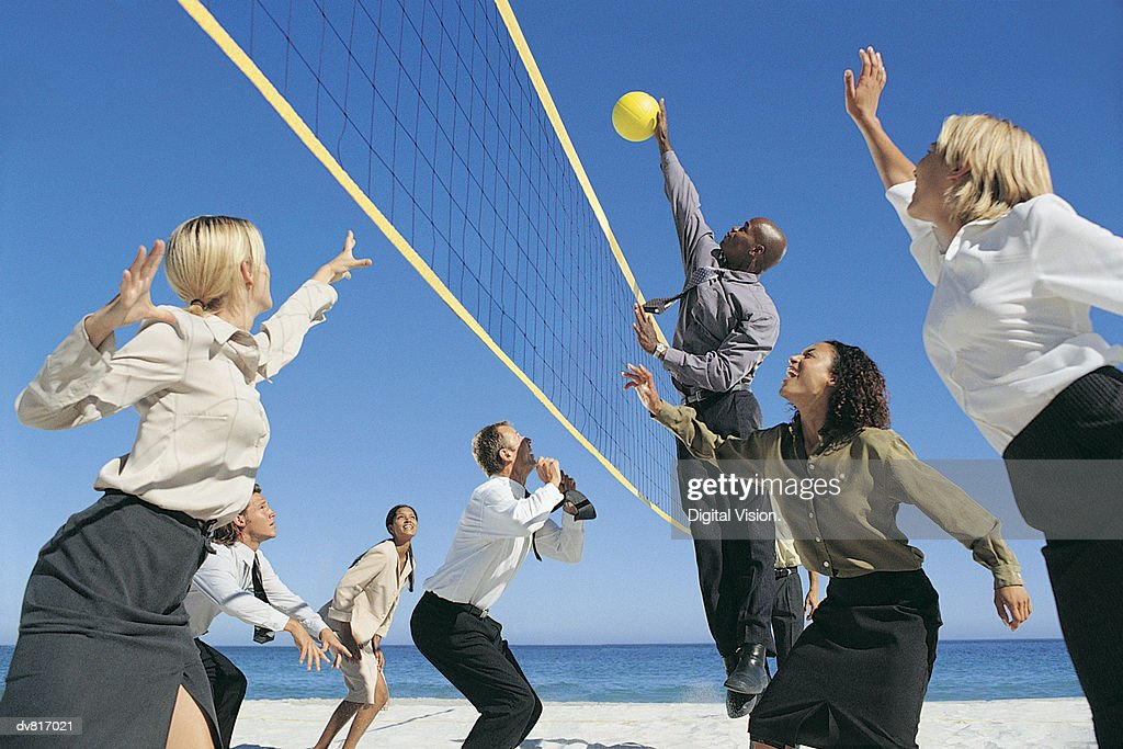 Business People Playing Volleyball : Foto de stock