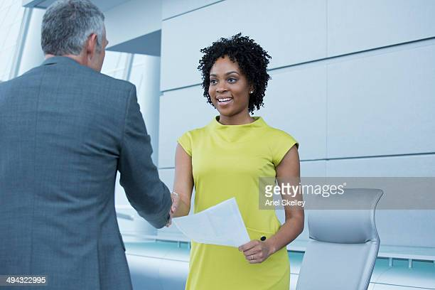 business people shaking hands in meeting - candidato - fotografias e filmes do acervo