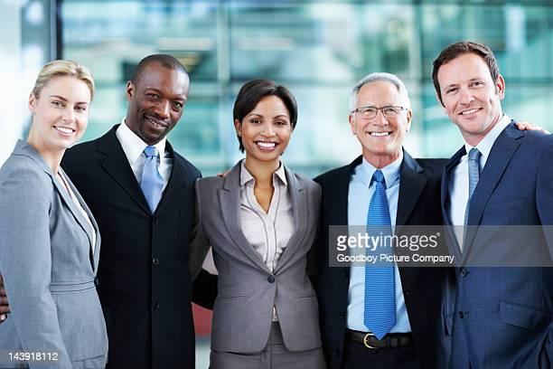 Gens d'affaires montrant l'unité