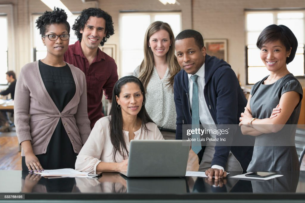 Business people smiling in office : Foto stock