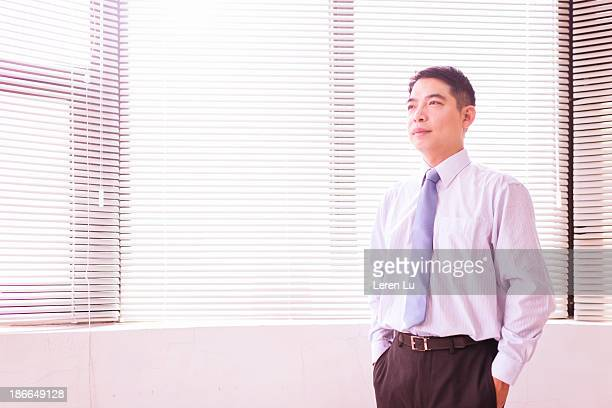 business people standing in office - leren stock pictures, royalty-free photos & images