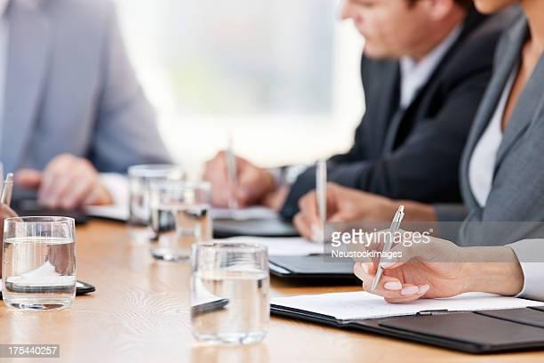 Geschäftsleute, die Notizen