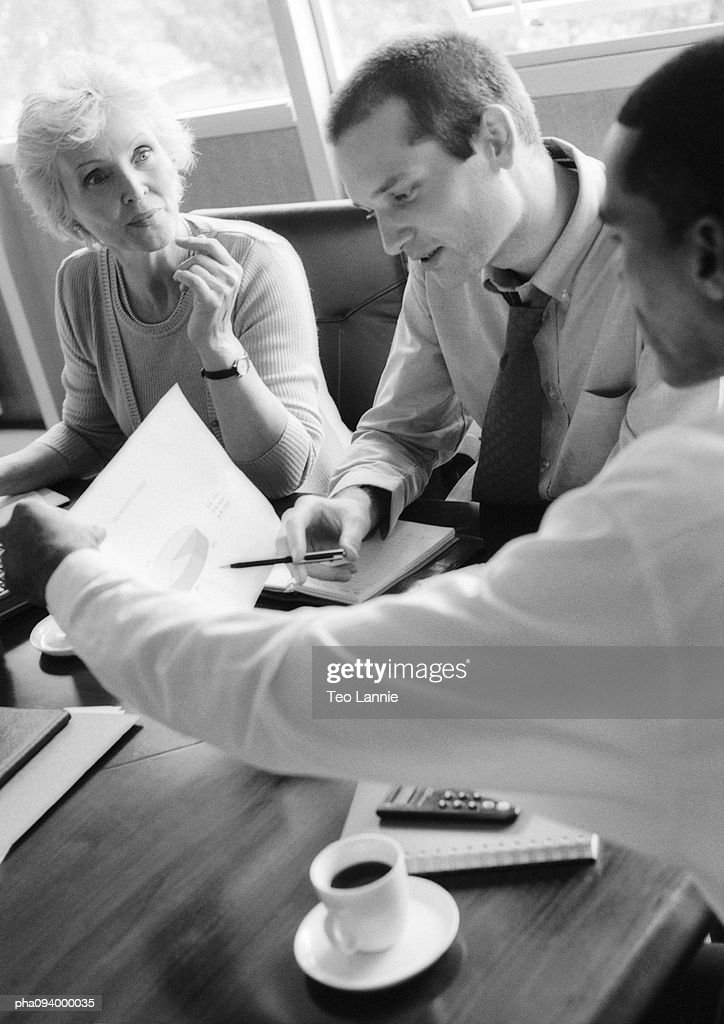 Business people talking, B&W : Stockfoto
