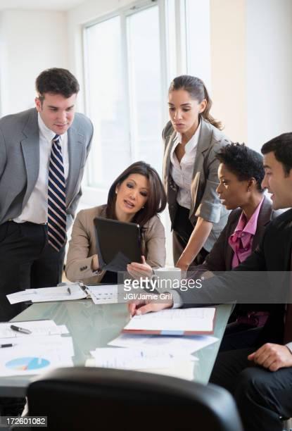 business people talking in meeting - vestuário de trabalho formal imagens e fotografias de stock