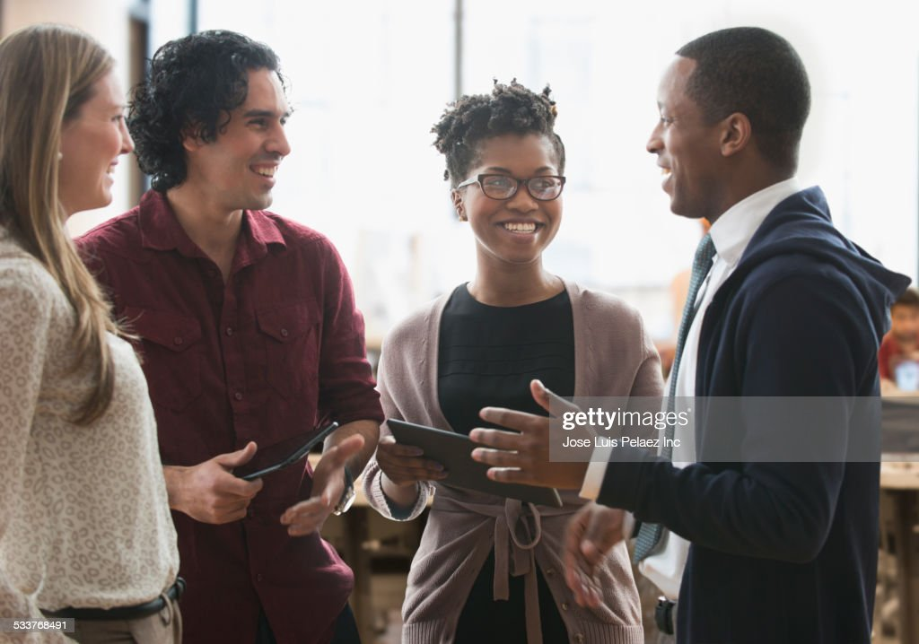 Business people talking in office : Foto stock