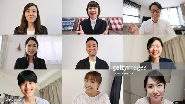 オンライン会議のコンピュータモニターで話しているビジネス・ユーザー - インターネット ストックフォトと画像