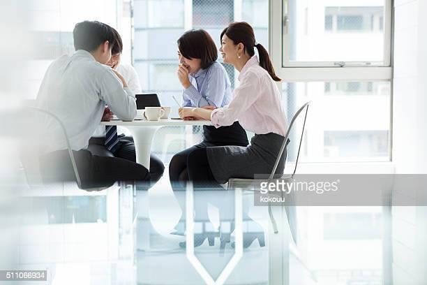 ビジネスの人々を開くには、企業のミーティング