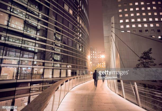 business people using walkway at business district in paris - image photos et images de collection