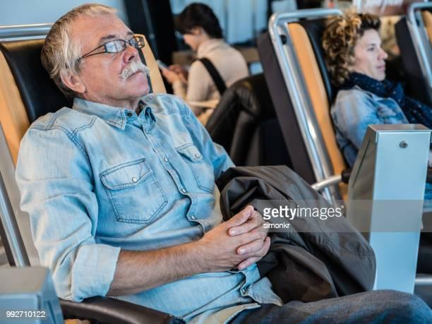 business people waiting at airport - maniche arrotolate foto e immagini stock
