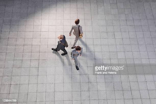 ビジネスの人々徒歩での中庭