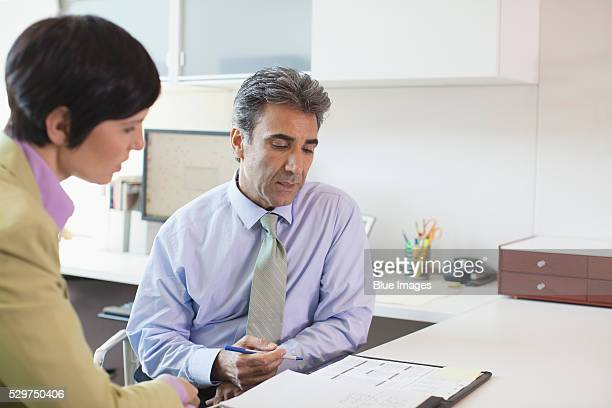 business people working at desk - roupa formal - fotografias e filmes do acervo
