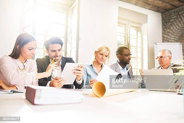 Negocios personas trabajando en la oficina.