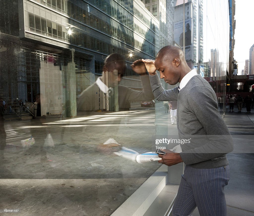 Business person looking for real estate : Stock Photo