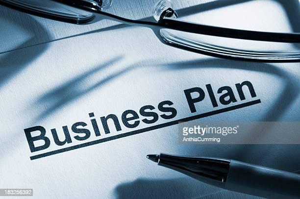 plan d'affaires avec des lunettes et crayon documents