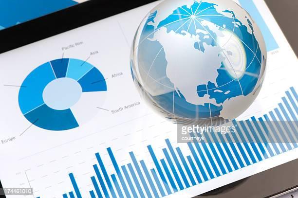 Business-Präsentation auf digitale tablet mit Welt