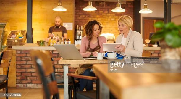 business strategy meeting - vestuário de trabalho formal imagens e fotografias de stock