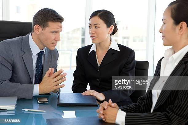 Discussion d'affaires