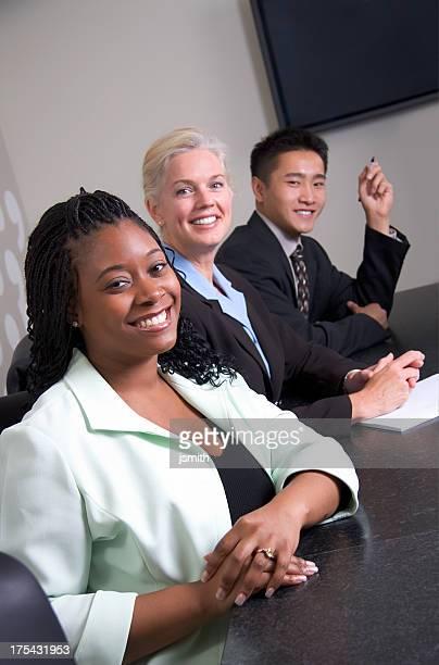 Business-Team in einer Zeile
