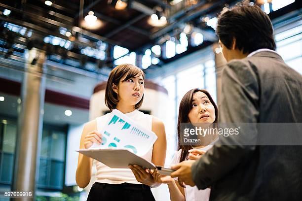ビジネスチームミーティングにはチャット非公式ビジネスホール