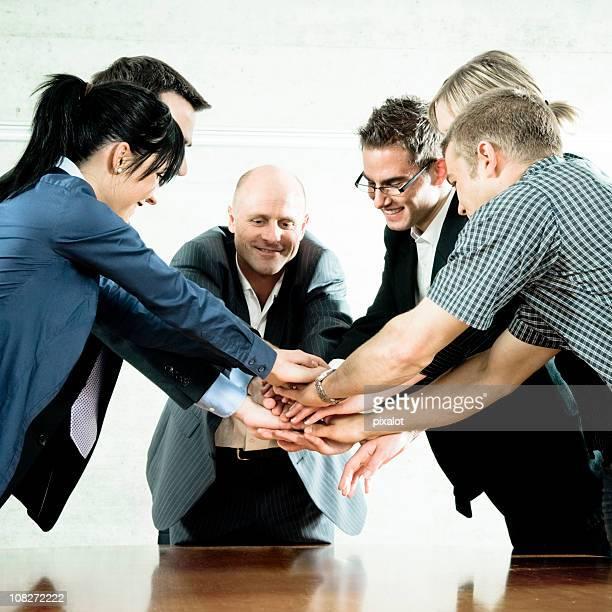 Business Teams Hände zusammen putting