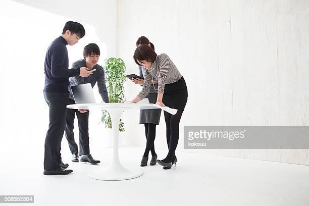 ビジネスチームは、オフィスでのビジネス計画