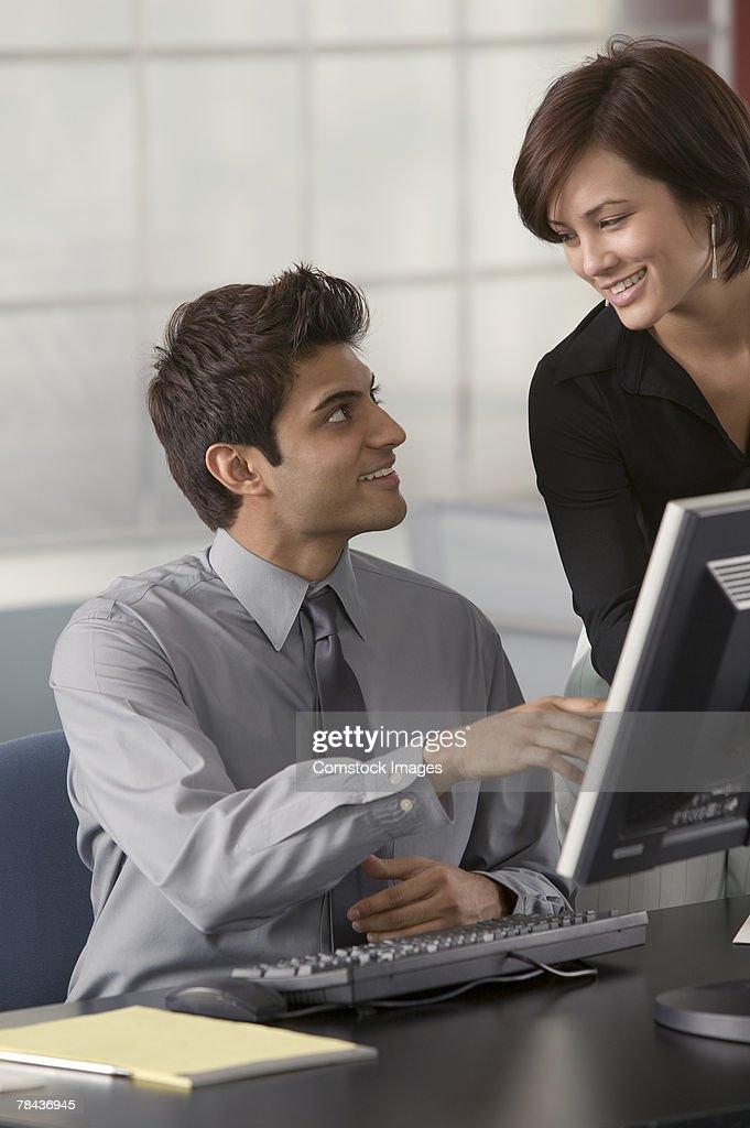 Business team using computer : Stockfoto