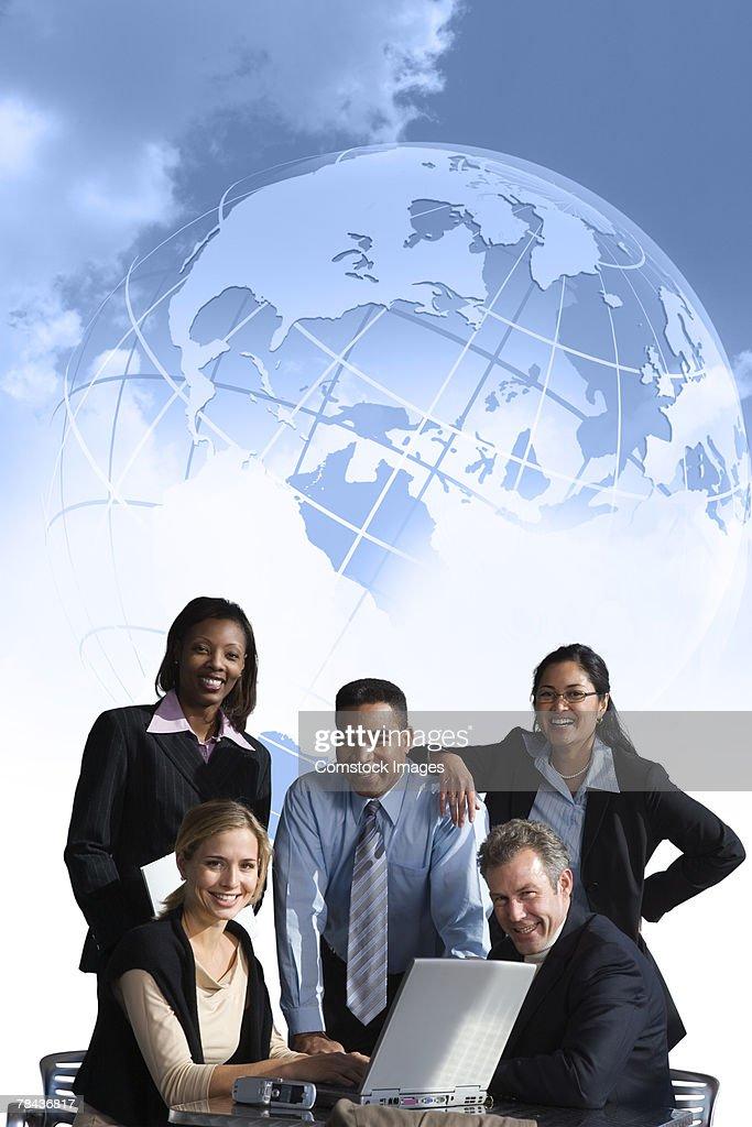 Business team using laptop : Stockfoto