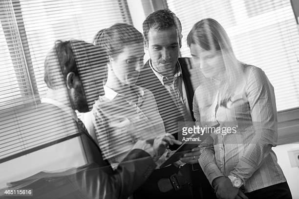 Business-team mit tablet PC