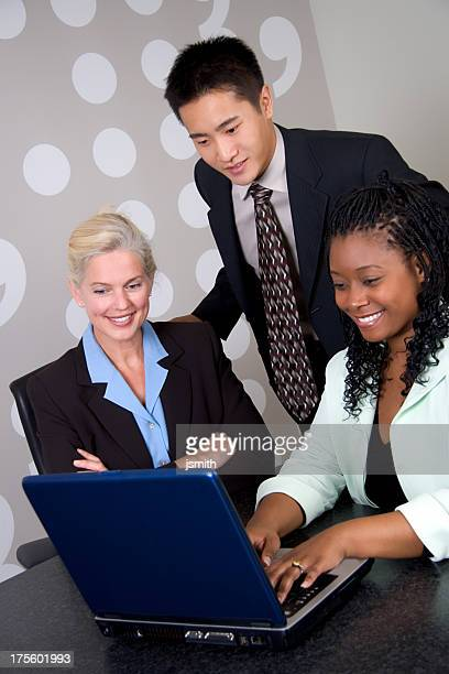 Business-Team mit Laptop und 2