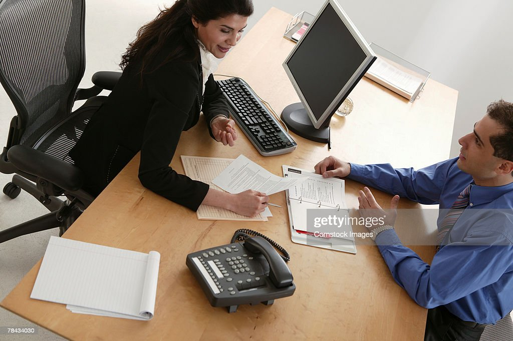 Business team working at desk : Stockfoto
