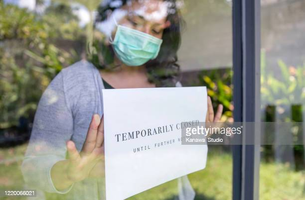 business temporarily close due to covid-19 outbreak - closed stock pictures, royalty-free photos & images