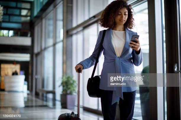 zakenreis - zakenreis stockfoto's en -beelden