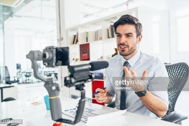 negócios vloger - equipamento de edição de som - fotografias e filmes do acervo