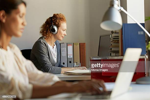 Business woman at working on laptop