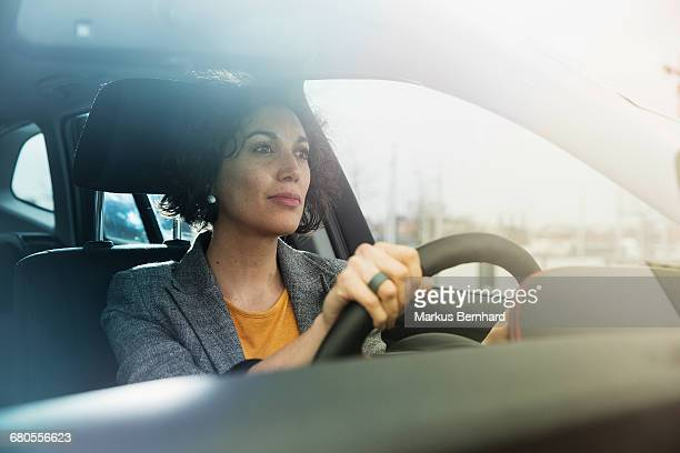 business woman driving her car - conducteur métier photos et images de collection