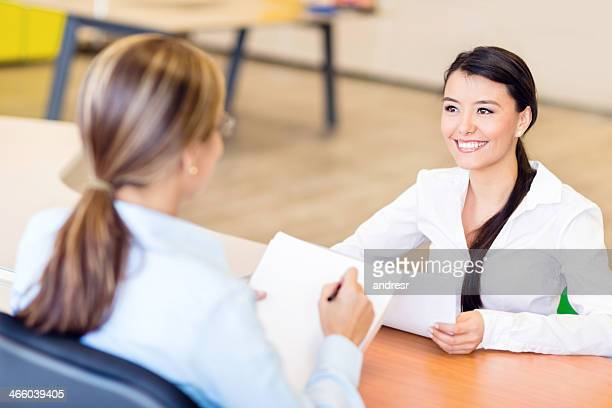 Femme d'affaires à un entretien d'embauche