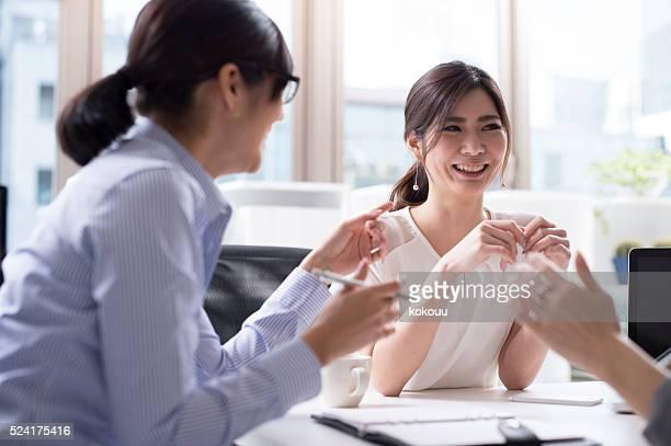 女性実業家のオフィス、ここでお尋ねください。