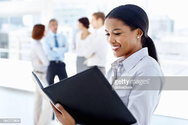 Documentos de leitura de Mulher de Negócios