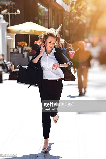 business woman rushing to work - dringendheid stockfoto's en -beelden