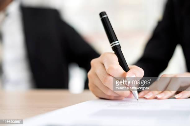 business woman signing a contract - assinar imagens e fotografias de stock