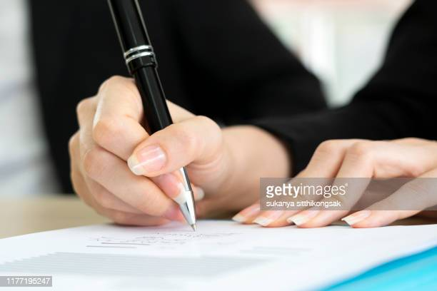 business woman signing the contract to conclude a deal. - parte do corpo humano imagens e fotografias de stock