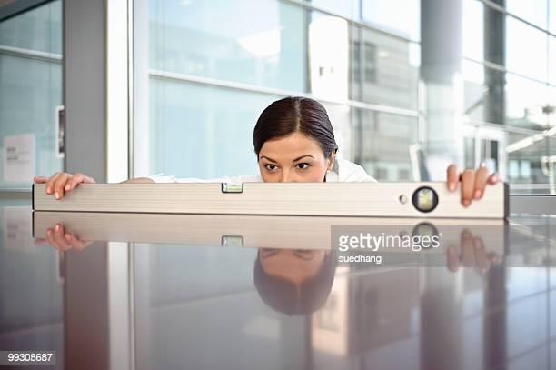 business woman using spirit level - genauigkeit stock-fotos und bilder