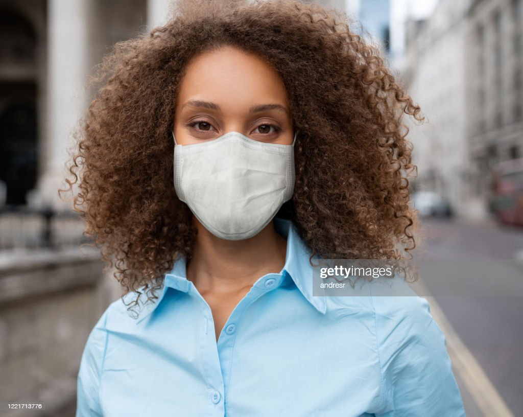 Business woman wearing a facemask to avoid COVID-19 : Stock Photo
