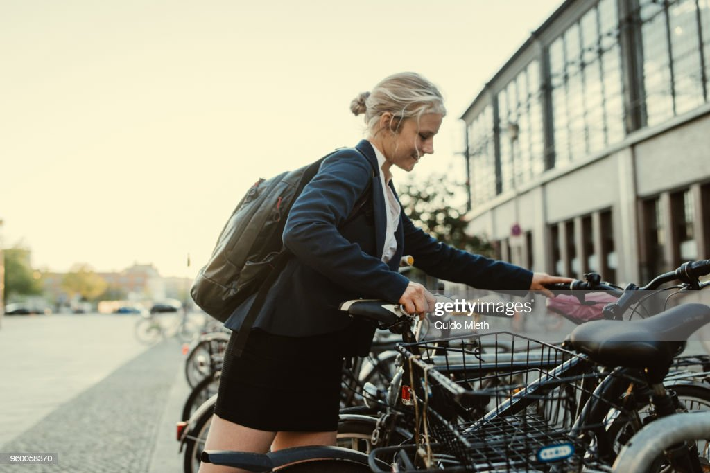 Business woman with bicycle in the city. : Stock-Foto
